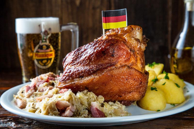 Eisbein Mit Sauerkraut Munique